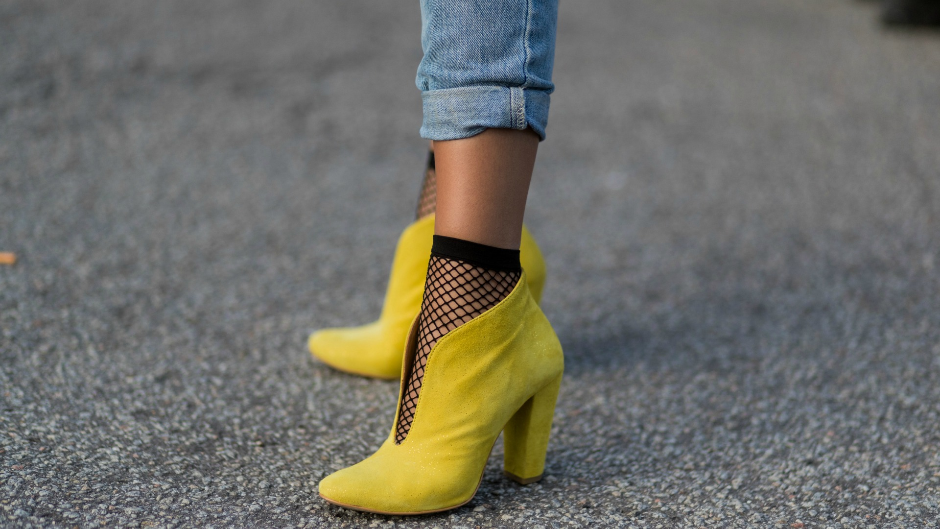Your Stylish Look With Yellow Shoes Outfit